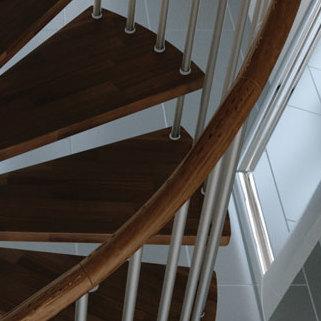 Extra houten trapleuning wenteltrap type gamia 1001 trappen for Houten wenteltrap